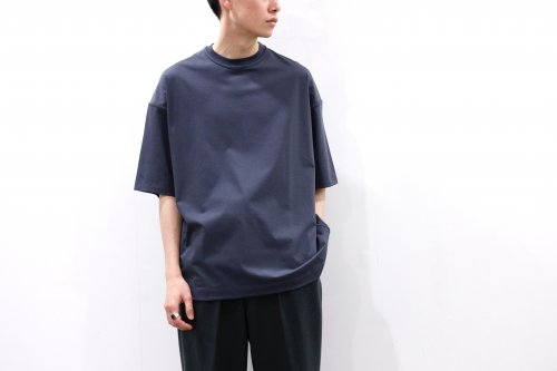 <img class='new_mark_img1' src='https://img.shop-pro.jp/img/new/icons47.gif' style='border:none;display:inline;margin:0px;padding:0px;width:auto;' />YOKE / OVERSIZED INSIDE-OUT T-SHIRT(DUSTY NAVY)