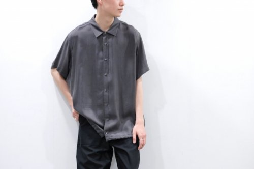 <img class='new_mark_img1' src='https://img.shop-pro.jp/img/new/icons2.gif' style='border:none;display:inline;margin:0px;padding:0px;width:auto;' />VOAAOV / OVERSIZED CUPRO S/S SHIRTS(CHARCOAL)