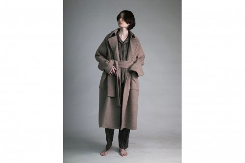 <img class='new_mark_img1' src='https://img.shop-pro.jp/img/new/icons47.gif' style='border:none;display:inline;margin:0px;padding:0px;width:auto;' />ATHA / DOUBLE MELTONFLUFFY MAXI COAT(FAWN)