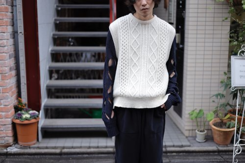 <img class='new_mark_img1' src='https://img.shop-pro.jp/img/new/icons2.gif' style='border:none;display:inline;margin:0px;padding:0px;width:auto;' />stein / OVERLAPED CABLE KNIT VEST(OATMEAL)