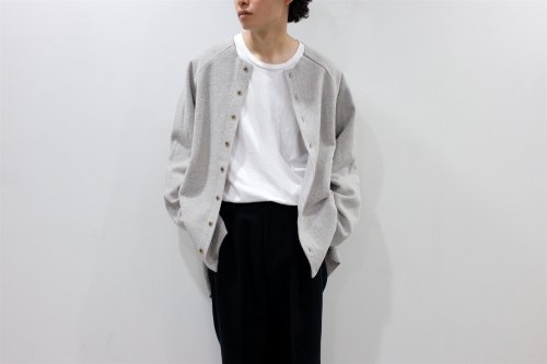 <img class='new_mark_img1' src='https://img.shop-pro.jp/img/new/icons2.gif' style='border:none;display:inline;margin:0px;padding:0px;width:auto;' />VOAAOV / OVERSIZE CREW NECK CARDIGAN(BEIGE)