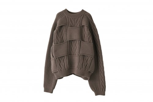 <img class='new_mark_img1' src='https://img.shop-pro.jp/img/new/icons47.gif' style='border:none;display:inline;margin:0px;padding:0px;width:auto;' />YOKE / CROSSING CABLE CREW NECK KNIT(GREIGE)