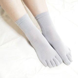 【再入荷】絹糸屋さんの『なめらかフィット。』シルク五本指靴下(クルー丈)|〜けんぼうシルク・絹紡糸〜|ライトグレー