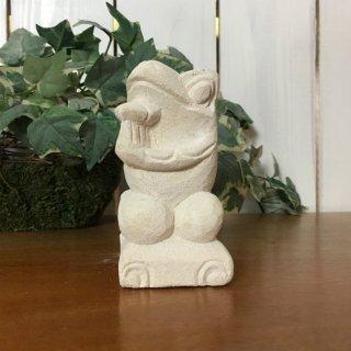 パラス石 石彫り バリ島 アジアン オブジェ 置物 カエル 10cm (プルメリア手持ち右向き)
