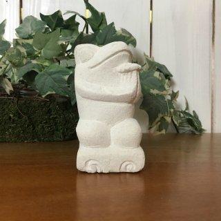 パラス石 石彫り バリ島 アジアン オブジェ 置物 カエル 10cm (プルメリア手持ち左向き)