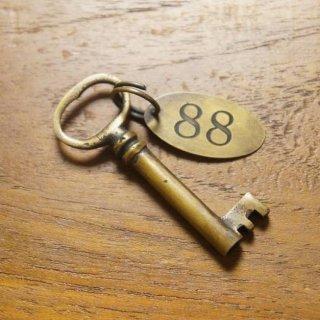 アンティーク調 アクセサリー キー 鍵 プレート付き ブラス 真鍮製
