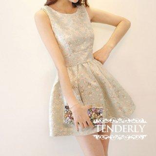 ジャガード素材がエレガントな印象のキャバドレス