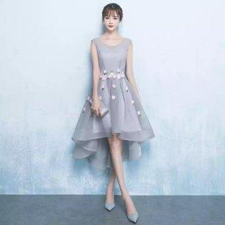 ふんわりとしたシルエットと小花がかわいいナイトドレス