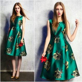 大判の花柄と艶やかな生地がゴージャスなキャバドレス
