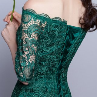 繊細な総レースが美しいオフショルのナイトドレス