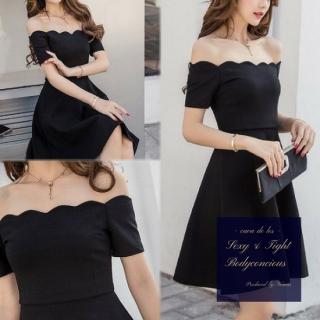 胸元のスカラップカットがフェミニンなナイトドレス