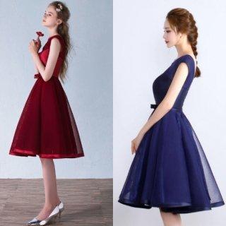 ツヤのあるワンカラーがエレガントなAラインスカートのキャバドレス