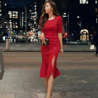スリット入りマーメイドスカートがフェミニンなボディコンドレス