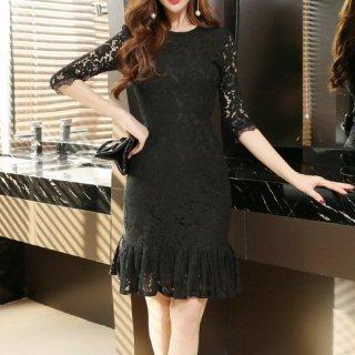 透け感レースのマーメイドスカートがフェミニンなキャバドレス