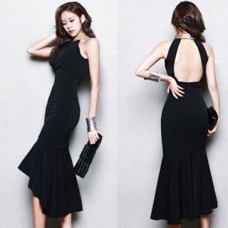 大胆な背中魅せがインパクト大のセクシーなナイトドレス