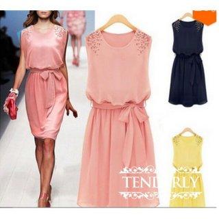 華やぎカラーがフェミニンでカジュアルなキャバドレス