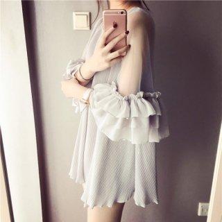 ラッフルスリーブがトレンド感溢れるフェミニンなキャバドレス