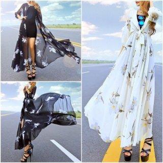 フラワープリントがエキゾチックでゴージャスなナイトドレス