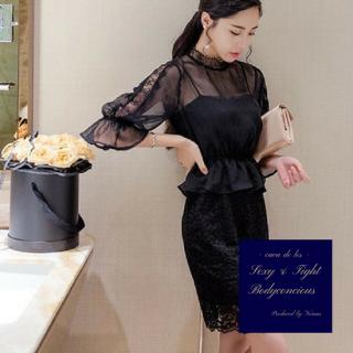 ペプラムデザインとベルスリーブがトレンド感溢れる上品なキャバドレス