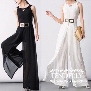 デコルテデザインとBigベルトがスタイリッシュなパンツドレス