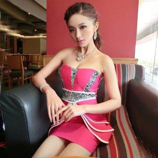フリルスカートがフェミニンなボディコンキャバドレス
