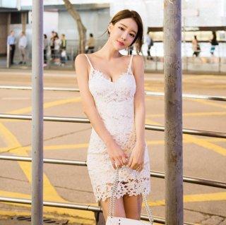 キャミソール×花柄総レースがフェミニンなタイトドレス