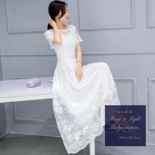 繊細な花柄刺繍がエレガントな総レースのホワイトロングドレス