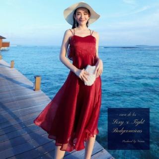 光沢のある生地感がエレガントな印象のワンカラードレス