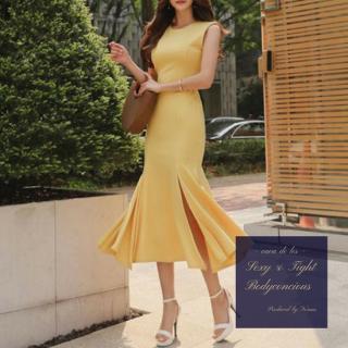 サイドスリット入りマーメイドスカートがフェミニンなタイトドレス