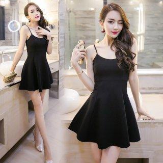 ブラックのAラインスカートでクール&キュートなタイトミニドレス