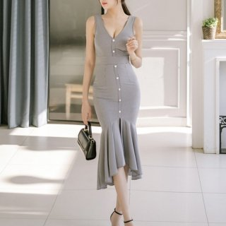 マーメイドスカートの裾フリルが魅力的なチェック柄のボディコンドレス