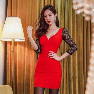 真っ赤なカラーが印象的な透かし彫りレースのボディコンキャバドレス