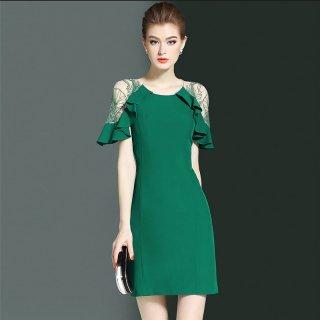 フリル×花柄刺繍のシースルーが大人フェミニンなワンカラーのタイトドレス