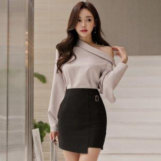 袖のスリット&アシンメトリーの肩魅せでWセクシーなタイトスカートのセットアップ
