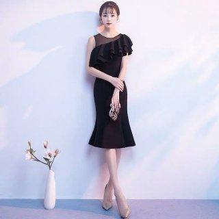 シースルー×アシンメトリーのフリルがエレガントなワンカラーのタイトドレス
