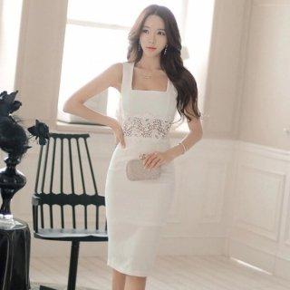 花柄レースのウエストが大人かわいいノースリーブのタイト白ドレス