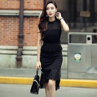 ペプラムと裾フリルがオトナかわいいマーメイドラインのタイトドレス