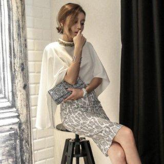 デートや同伴に パイソン柄が大人エレガントなタイトスカートと白トップスのセットアップ