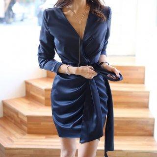 ツヤ感素材でエレガントに アシンメトリーがおしゃれな長袖タイトワンピース 2色