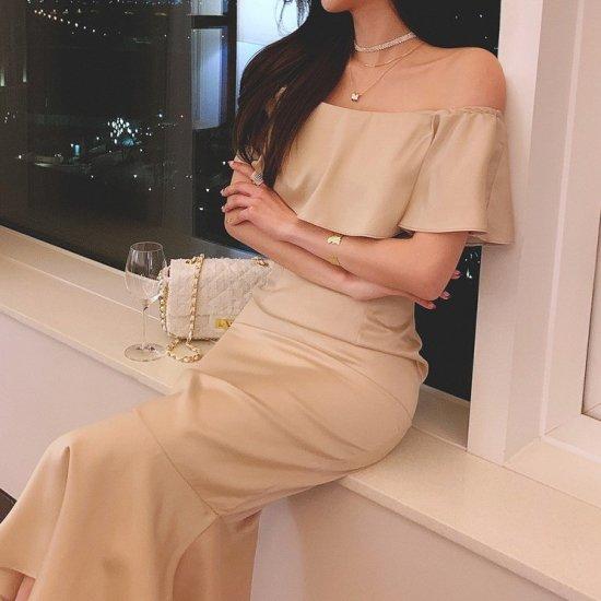 お呼ばれドレスにも たっぷりフリルが大人かわいいオフショルダーのロングタイトドレス ワンピース