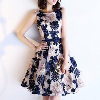 イベント衣装やパーティーにもおすすめ バックシャンがおしゃれな花柄膝丈フレアドレス 4色