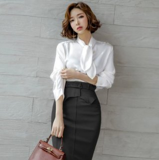 人気の上下2点セット エレガントなタイ付き白トップスと黒スカートのセットアイテム