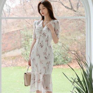 上品かわいいボタニカル柄 ふんわり白シフォンのミディ丈半袖タイトワンピース