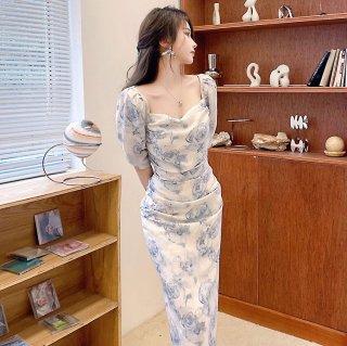 フラワープリントで華やかに タイトシルエットのミディ丈袖ありワンピース ドレス
