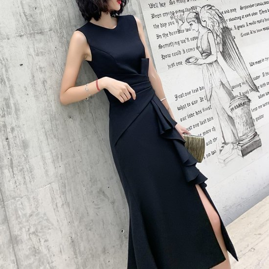 XS〜4Lの豊富なサイズ展開 ボリューミーなフリルがおしゃれなロング丈タイト黒ドレス ワンピース