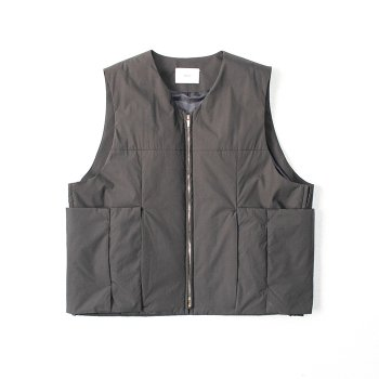 <img class='new_mark_img1' src='https://img.shop-pro.jp/img/new/icons14.gif' style='border:none;display:inline;margin:0px;padding:0px;width:auto;' />stein/ PADDED DEFORMABLE VEST