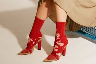<img class='new_mark_img1' src='https://img.shop-pro.jp/img/new/icons5.gif' style='border:none;display:inline;margin:0px;padding:0px;width:auto;' />DAISY SPORTS SOCKS<br>REDの商品画像