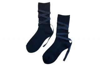 <img class='new_mark_img1' src='https://img.shop-pro.jp/img/new/icons5.gif' style='border:none;display:inline;margin:0px;padding:0px;width:auto;' />RIBBON LACEUP SOCKS<br>BLACKの商品画像