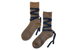 <img class='new_mark_img1' src='https://img.shop-pro.jp/img/new/icons5.gif' style='border:none;display:inline;margin:0px;padding:0px;width:auto;' />RIBBON LACEUP SOCKS<br>BROWNの商品画像