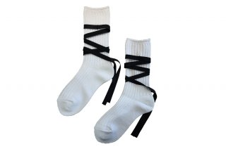 <img class='new_mark_img1' src='https://img.shop-pro.jp/img/new/icons5.gif' style='border:none;display:inline;margin:0px;padding:0px;width:auto;' />RIBBON LACEUP SOCKS<br>WHITEの商品画像